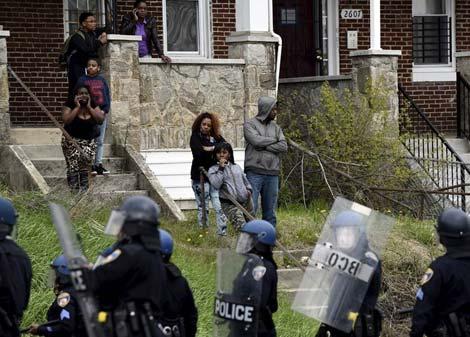 Hệ lụy từ những bê bối của cảnh sát Mỹ