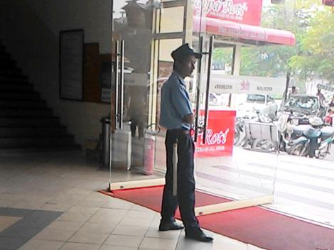 Nạn đột nhập ngân hàng, siêu thị: Cần vá lại các lỗ hổng an ninh