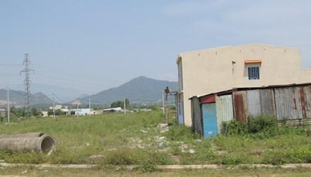 """""""Giấu"""" hàng ngàn lô đất tái định cư: Bí thư không thể thoát trách nhiệm"""