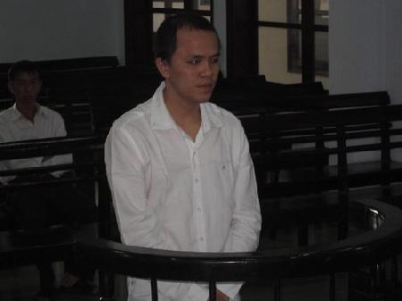 Dấu vết trên người cô gái tố cáo chồng hờ đánh chết vợ
