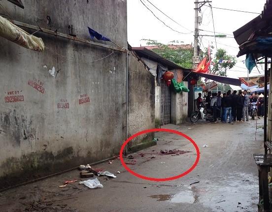 Cầm dao truy sát, đâm chết người giữa chợ