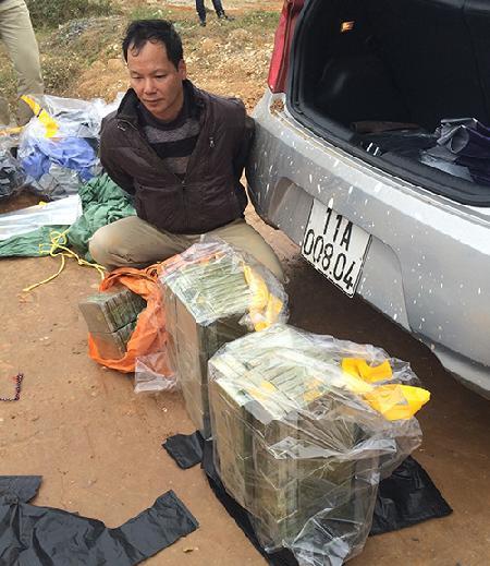 Bắt quả tang vụ vận chuyển 156 bánh heroin giấu trong cốp xe