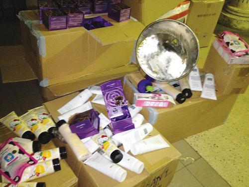 Lãnh hậu quả vì mỹ phẩm dỏm: Lỗ hổng quản lý mỹ phẩm