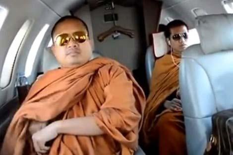 Thái Lan chao đảo vì nhà sư 'dính' bê bối