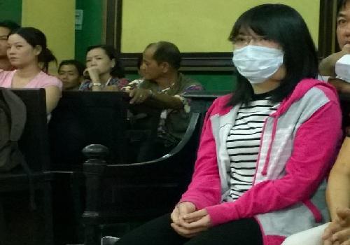 Bi kịch cuộc đời của cô gái bị kẻ cuồng yêu tạt axít