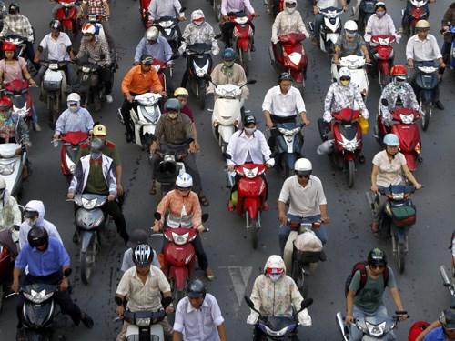 Phí đường bộ xe máy: Thu ít, tốn nhiều