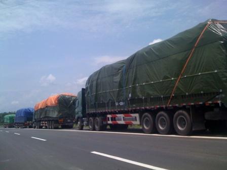"""Xã hội đen """"yểm trợ"""" xe quá tải lên cao tốc Nội Bài - Lào Cai"""
